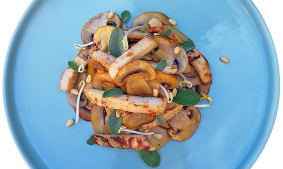 Pollo ai funghi e salsa di soia