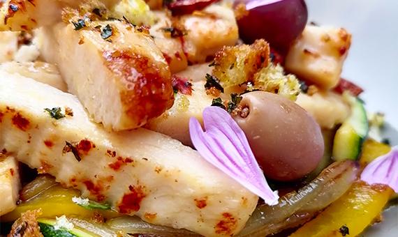 Pollo Con Verdure E Olive, Briciole Di Pane E Prez